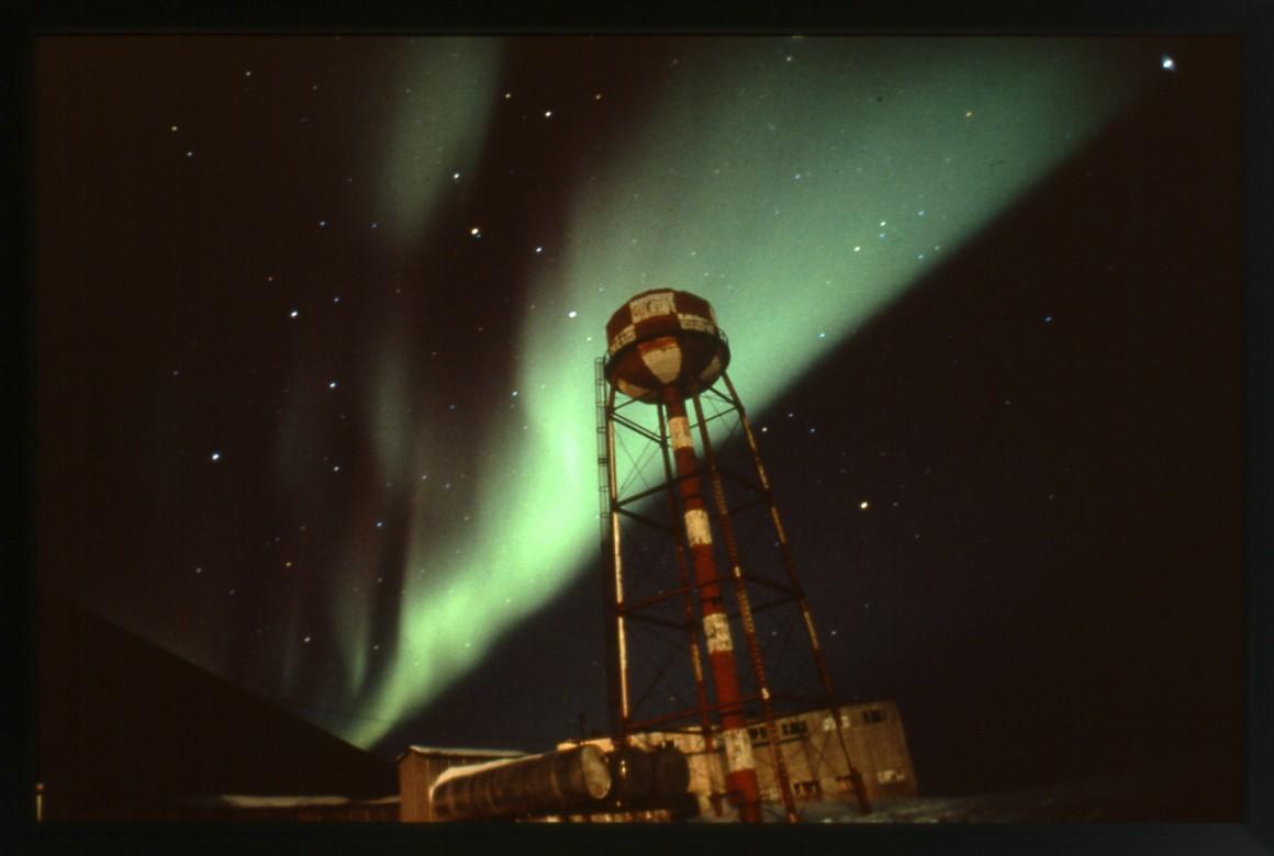 Les Nord Magnetiques & Edison Furlong Lighting - Democraciaejustica
