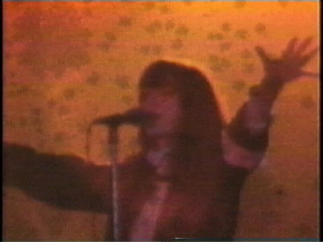 Nikki Forrest, My Heart the Rock Star, 2001. Image tirée de la vidéo, avec l'aimable concours de l'artiste et de Vtape/Video still courtesy of the artist and Vtape.