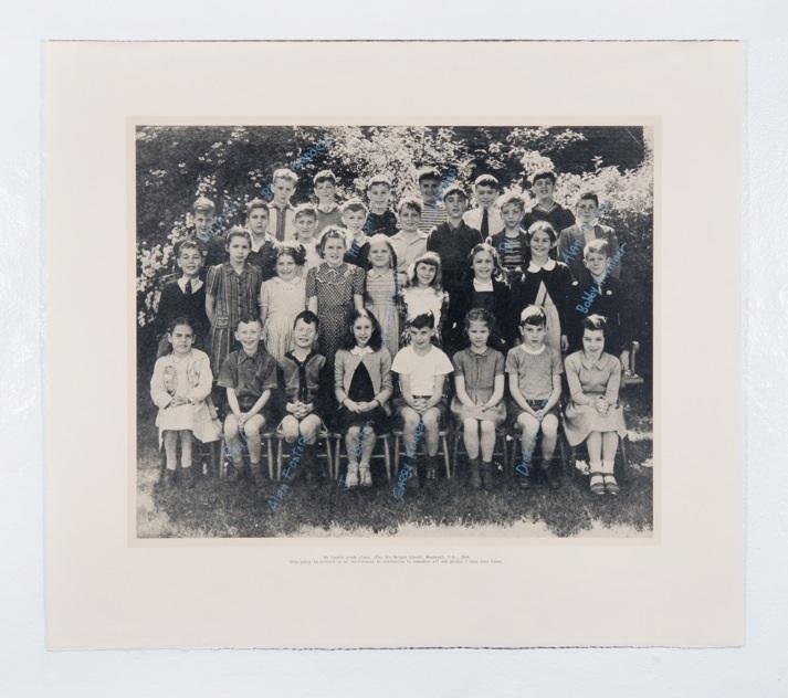 Garry Neill Kennedy, My Fourth Grade Class, 1972. Lithographie/lithograph. Collection de l'université NSCAD/Collection of NSCAD University. Avec l'aimable permission de l'artiste et de la Anna Leonowens Gallery/Courtesy of the artist and Anna Leonowens Gallery.